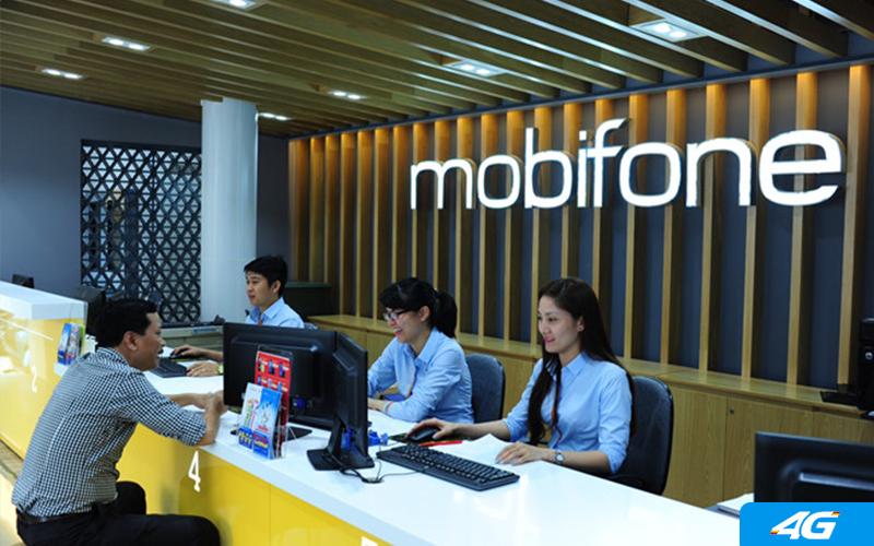 Đến điểm giao dịch Mobifone nhờ kiểm tra ngày kích hoạt sim